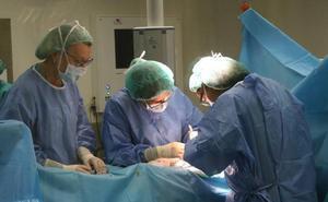 Un medinense espera 33 días para ser operado en Castilla y León y un salmantino, 94
