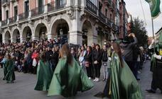 Público en la procesión del Santísimo Rosario del Dolor de Valladolid (2/2)