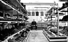 La obra 'Entre sus zapatos' gana el IX Concurso fotográfico del Museo del Comercio