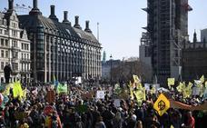 Los activistas por el clima toman el centro de Londres