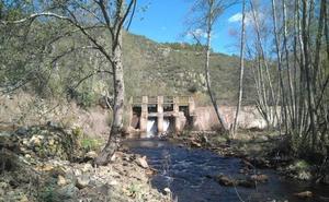 Tres alcaldes de la zona piden que no se destruyan los azudes del Agadón