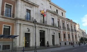 Un acusado de maniatar y robar a su excompañera de piso en Valladolid pide al juez que le deje libre si le condena