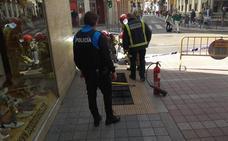 Susto por el humo de un transformar en la calle Duque de la Victoria de Valladolid