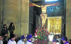 Medina de Rioseco procesiona al Cristo de la Clemencia