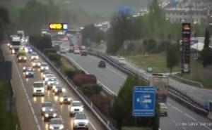 La colisión de cinco vehículos a la altura de Simancas provoca colas de 16 kilómetros en la A-62