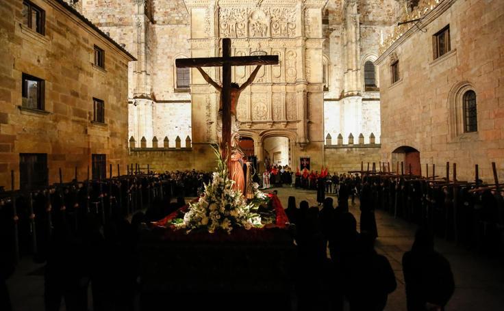 Procesión de la Hermandad Universitaria en Salamanca