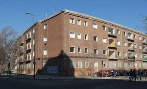 Rehabilitar 63 viviendas públicas en Puente Colgante para alquiler a jóvenes costará 217.800 euros