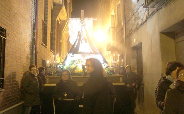 La procesión del 'Miserere' llenó de silencio la noche del Miércoles Santo en Arévalo