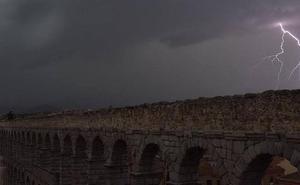Caen noventa rayos en Segovia en veinticuatro horas