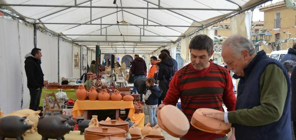 Astudillo abre la XVI Feria de Cerámica