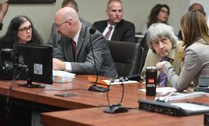 Cadena perpetua para la pareja de California que confinó y torturó a 12 hijos suyos