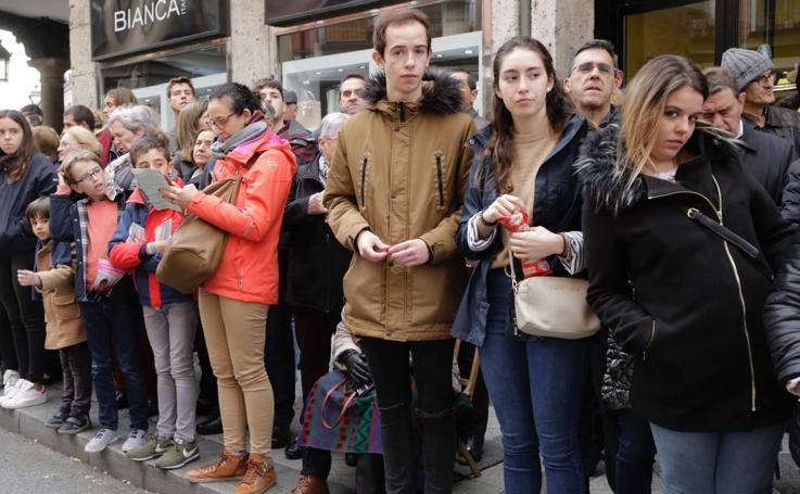 Público en la Procesión General de Valladolid (2/3)