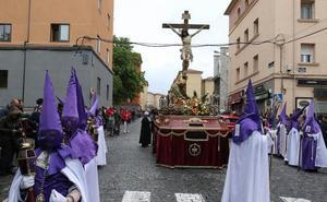 Lanzan dos huevos a la procesión de la cofradía de San José justo al salir de la iglesia