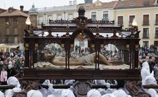 El Santo Sepulcro se luce con una procesión del Santo Entierro completa