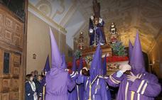 Los nazarenos contemplaron a 'El Viejo' de madrugada en su capilla
