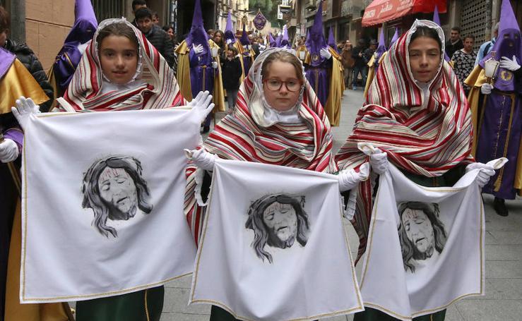 Desfiles procesionales en la mañana del Viernes Santo