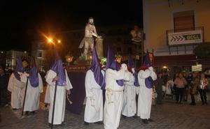 El Vía Crucis recorre el Viernes Santo el Arévalo Medieval entre rezos y silencios
