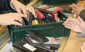 La oficina de objetos perdidos de Valladolid recibe 8.900 euros, 3.400 carteras y 940 llaves en un año