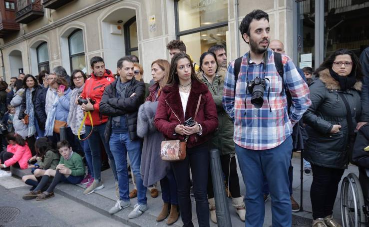 Público en el Traslado del Cristo Yacente en Valladolid