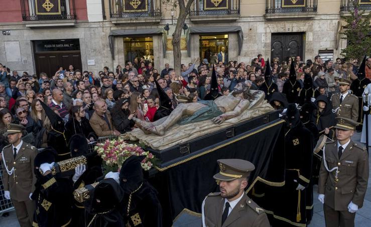 Traslado del Cristo Yacente hasta el convento de San Joaquín y Santa Ana de Valladolid