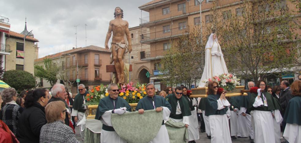 El Resucitado y la Virgen se encuentran un año más en la Puerta del Alcocer en Arévalo