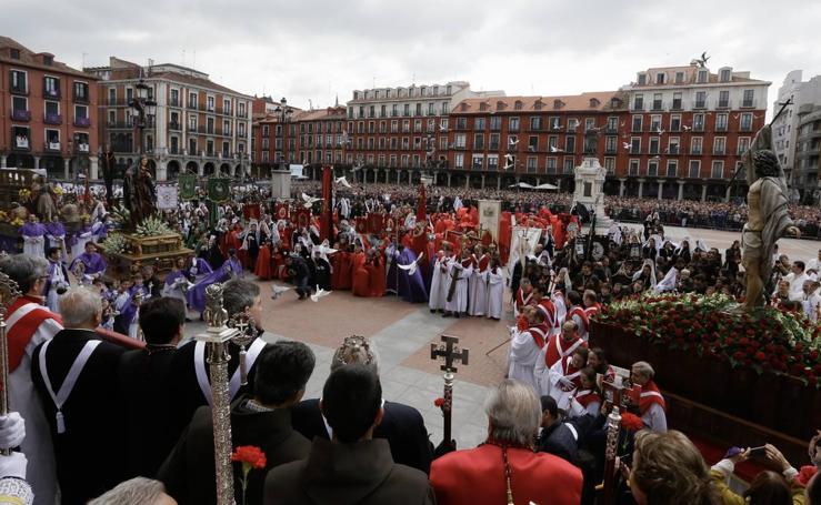Procesión del Encuentro de Jesús Resucitado con la Virgen de la Alegría en Valladolid (2/2)