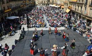 México pone colorido a una Fiesta de la Charrada mirobrigense que cumple su 40 aniversario