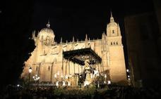 El Sábado Santo propaga fe y penitencia con unas procesiones multitudinarias