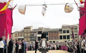 Escolta femenina para festejar la Bajada del Ángel en Peñafiel