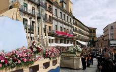 La Procesión del Encuentro despide en la Plaza Mayor una agitada Semana Santa