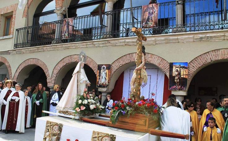 Procesión del Encuentro el Domingo de Resurrección en Olmedo