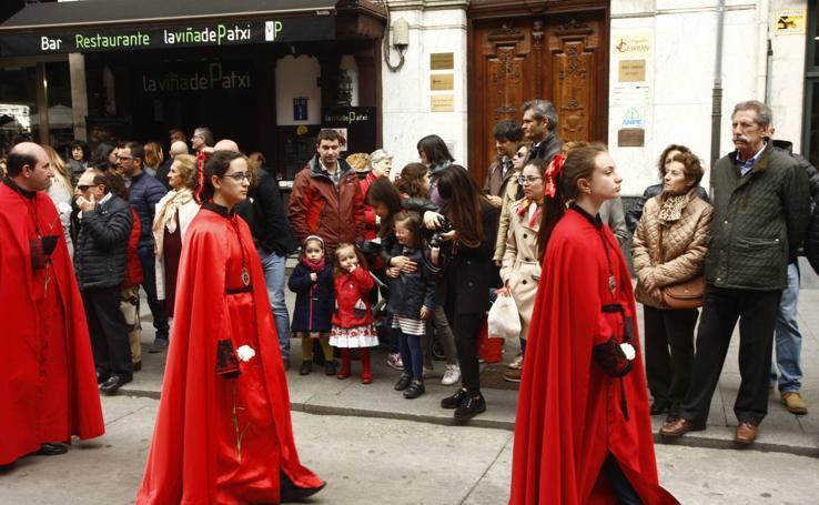 Público en la Procesión del Encuentro en Valladolid (1/4)