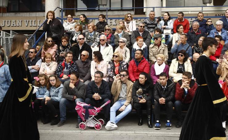 Público en la Procesión del Encuentro en Valladolid (2/4)