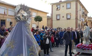 La procesión del Resucitado pone fin a una Semana Santa de sol, lluvia y gran seguimiento en Ávila