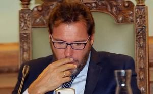 Puente ve «incomprensible» que el PP compense a un «concejal irrelevante» como Borja García frente a Carnero
