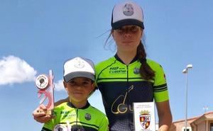 Natalia Ovejero y David Martín, de la Escuela Bejarana, campeones de la Copa de Escuelas BTT