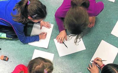 Los bibliobuses mostrarán a los escolares el proceso de creación de un cuento