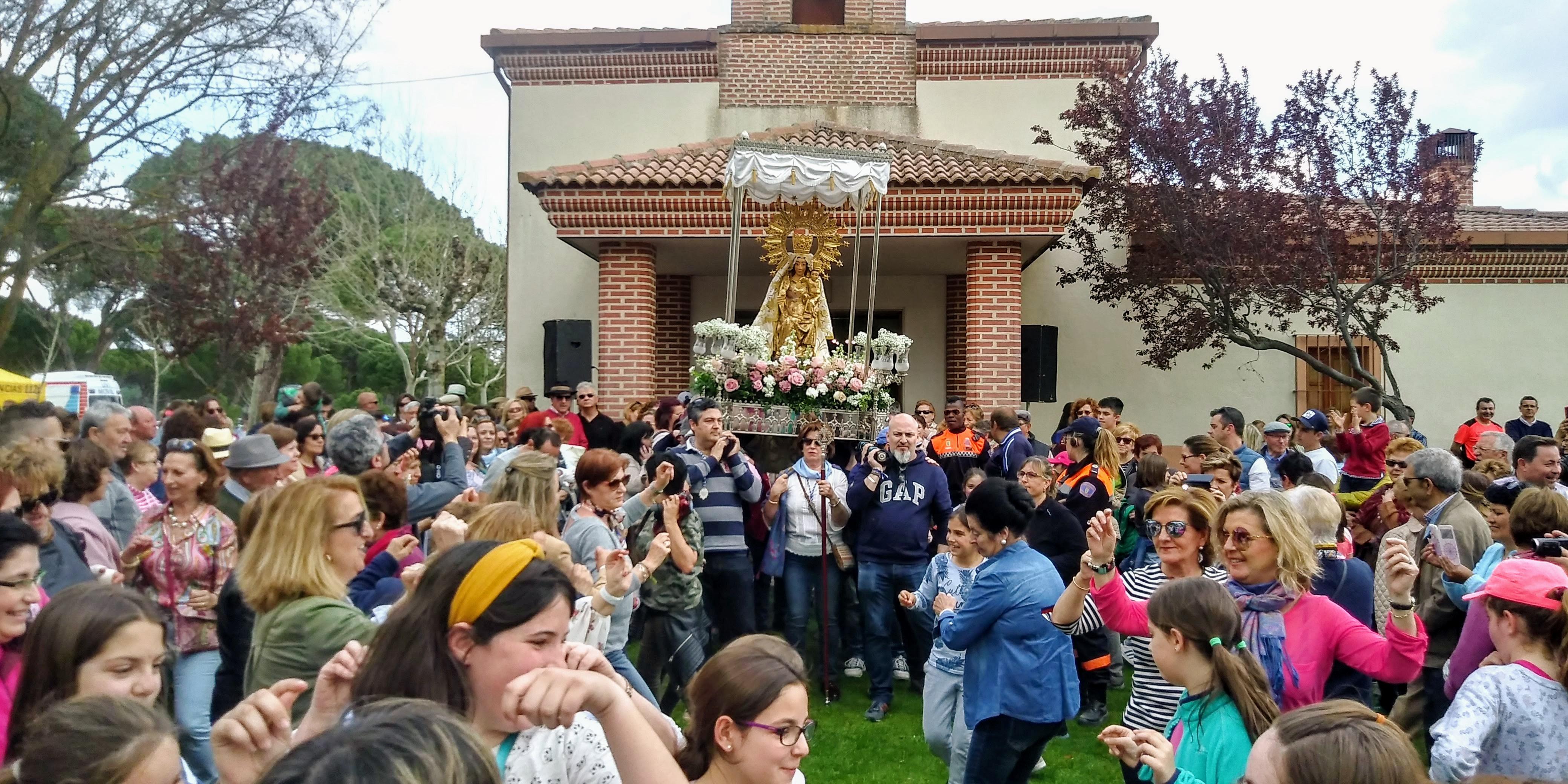 Cientos de vecinos de Íscar y Pedrajas festejan el Lunes de Pascua con sus históricas romerías