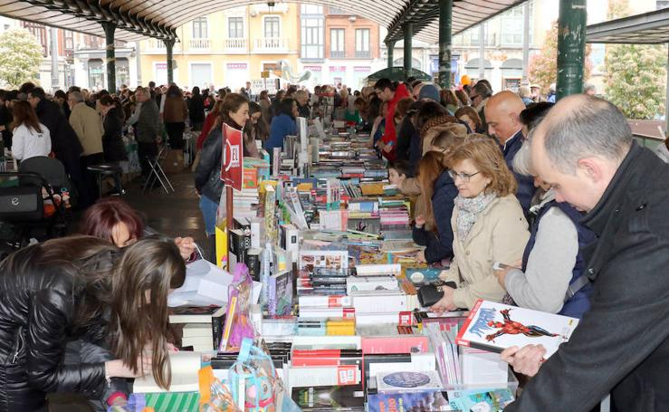 Día de Libro en la Plaza de España de Valladolid