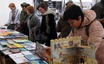 Machado centra la actividad del Día del Libro, marcado por la lluvia