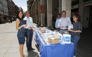 Las alcaldesas de Aguilar y de Villarramiel y la gerente del Consorcio de Residuos, con Carriedo en la lista del PP a las Cortes por Palencia