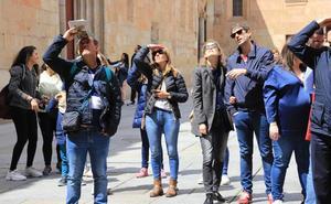 Salamanca lidera la llegada de turistas y pernoctaciones hoteleras en marzo