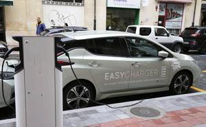 El Ayuntamiento instalará cinco cargadores para coches eléctricos en la vía pública