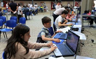Un centenar de adolescentes de Segovia se inician en la robótica con el 'Scratch Day'