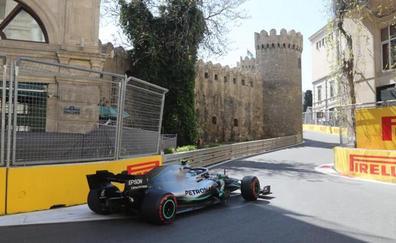 Bottas saca la 'pole' de la accidentada clasificación de Bakú