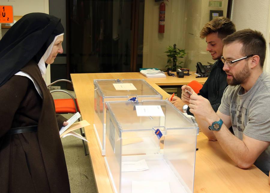 Jornada de elecciones generales en Segovia (1)