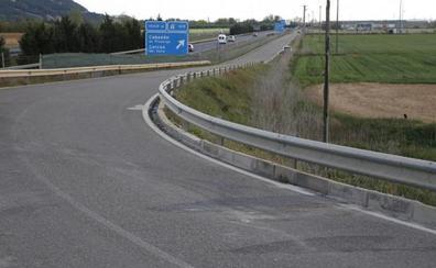 Muere un motorista de 66 años tras colisionar contra un turismo en la Autovía de Castilla