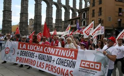 Más de 300 personas se manifiestan por el centro de Segovia por el 1 de Mayo