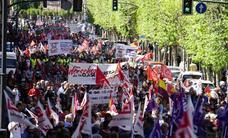 Miles de salmantinos defienden sus derechos laborales en la manifestación del 1º de Mayo
