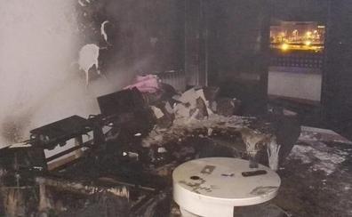 Investigan si el fuego que obligó a desalojar a 16 familias en La Cistérniga fue intencionado